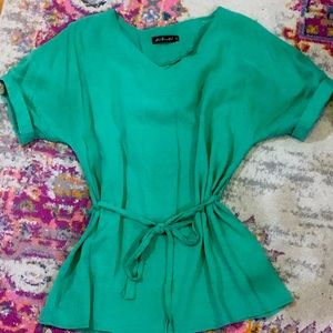 Belted V-neck tunic in green